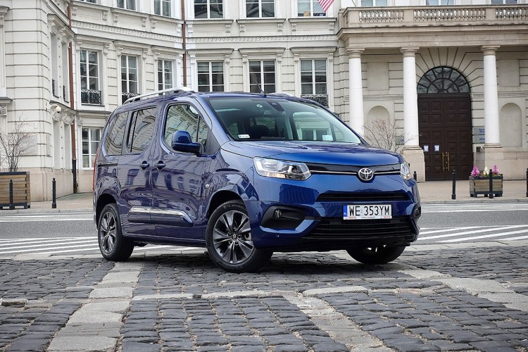 Toyota PROACE CITY Verso 1.2 D-4T Family